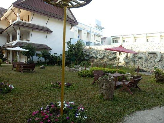 Nak Nakara: 庭園