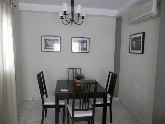 SleepinSevilla Apartaments: salotto