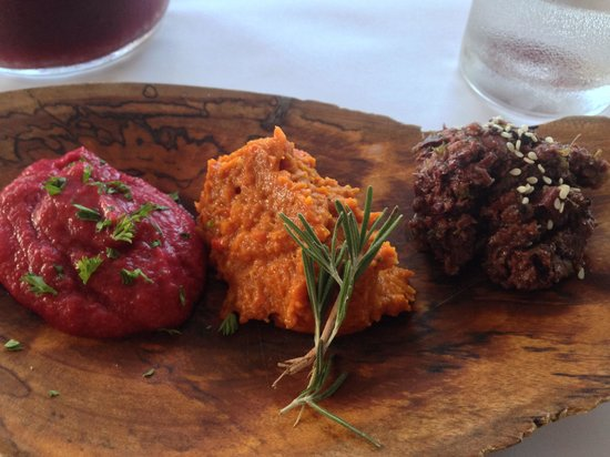 Seabean Tapas Bar Restaurant: Beautiful and tasty pastes for the bread dish