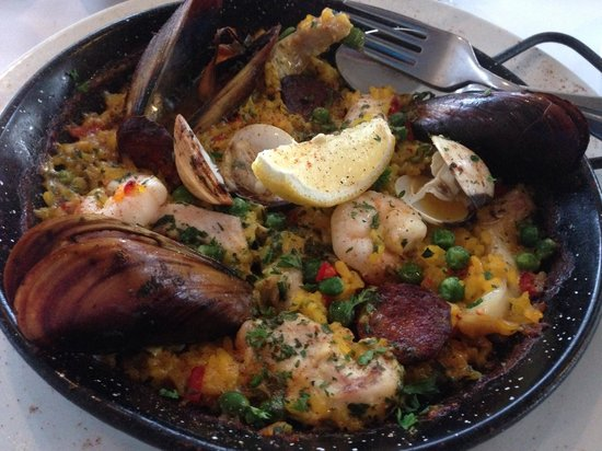 Seabean Tapas Bar Restaurant: Palleado with overcooked mussels