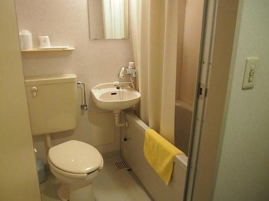 Business Hotel Santa: 本館のバスルーム