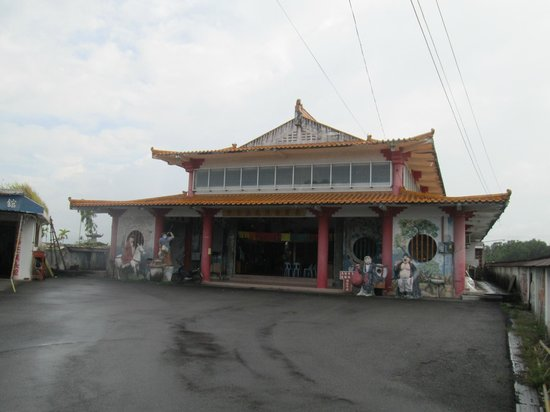 Riam Temple : Front of temple