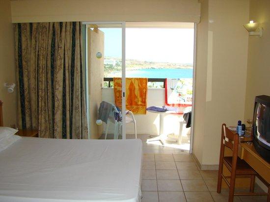 Nelia Beach Hotel: номер