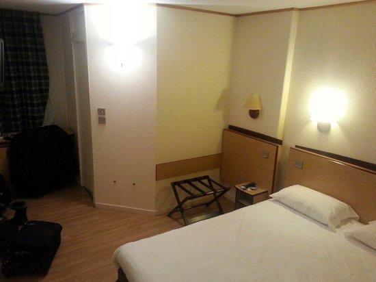 Campanile Blois Sud Vineuil: Chambre avec lit double