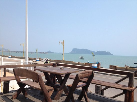 Prachuap Beach Hotel: view to the sea