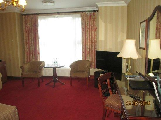 Glenlo Abbey Hotel: Spacious bedroom