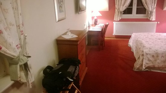 Hotel Mühle: view of space opposite to bed from entrance door