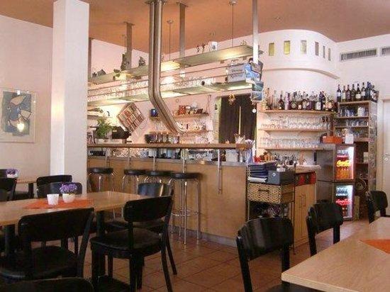 Bistro Cafe Monte Rosa: Tresen