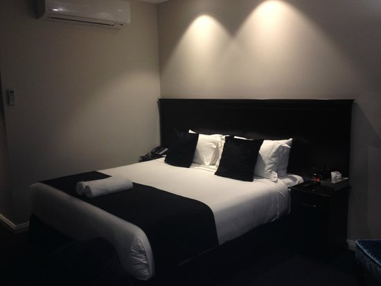 Wagga Wagga, Australia: Great king bed. zzzzzzzzzz......