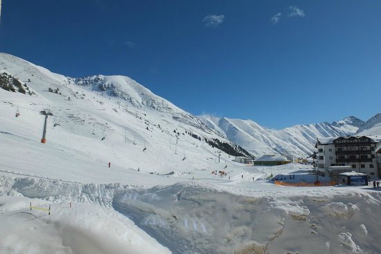 Alpenresidenz Mooshaus: Blick auf den Übungshang vom Zimmer aus