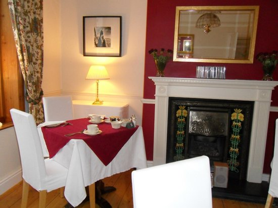 Oakthwaite House: Breakfast room