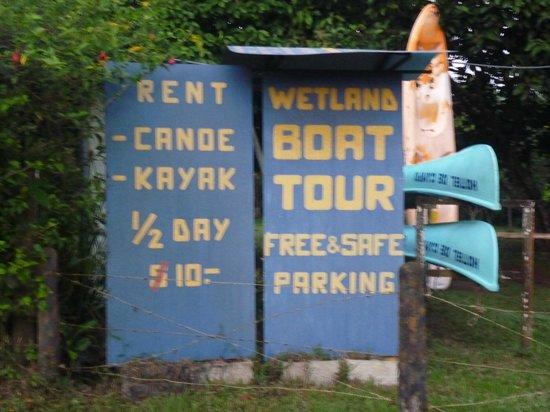 Hotel de Campo Cano Negro: Sign showing Kayak prices at Hotel el Campo