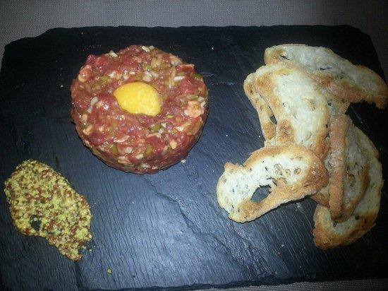 Mood Food Restaurant: Steak Tartar de buey