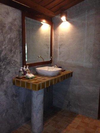 Sensi Paradise: bathroom