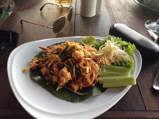 Sensi Paradise: pad thai at the restaurant