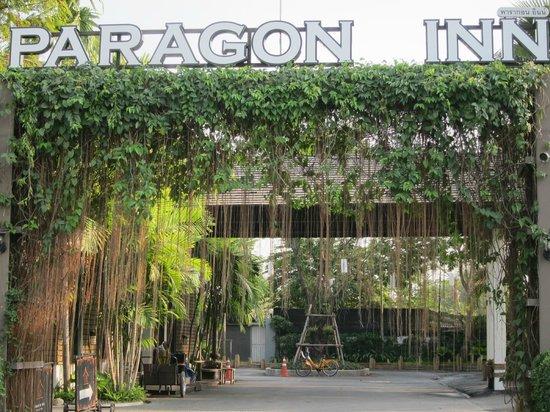 Paragon Inn: Ingresso
