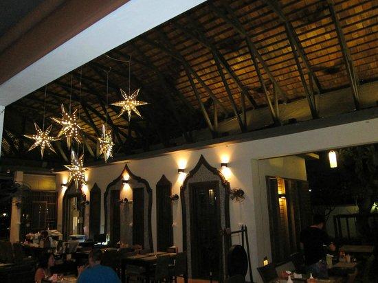 Paragon Inn: il ristorante di notte