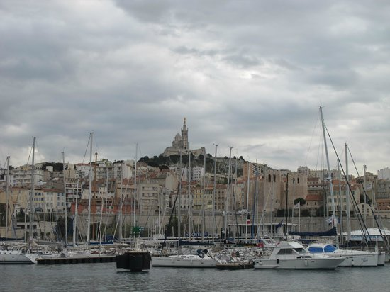 Alter Hafen (Vieux Port): Вид на Нотр Дам де ля Гард