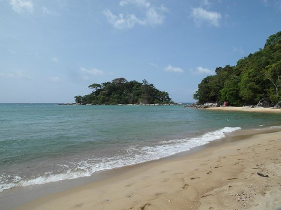 Paya Beach Spa and Dive Resort: beach at high tide