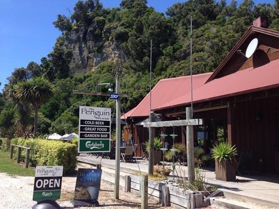 The Penguin Cafe & Bar Pohara: Pohara is lovely