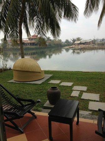 Hoi An Beach Resort: ベッドの上からでもこの景色が眺められます