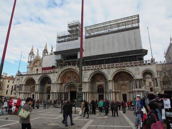 Basilique Saint-Marc : 修復工事中