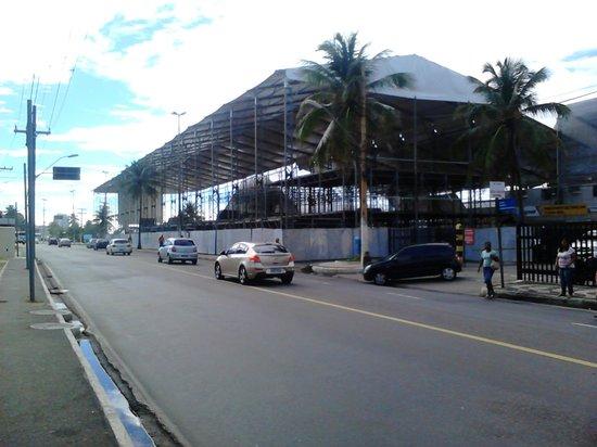 Portobello Ondina Praia Hotel: Frente al hotel ya se estaban armando los enormes palcos para los desfiles de carnaval
