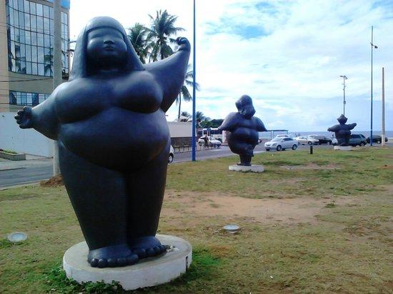 "Portobello Ondina Praia Hotel: A 2 cuadras del hotel las ""modinhas"". Cada una mira para un continente"