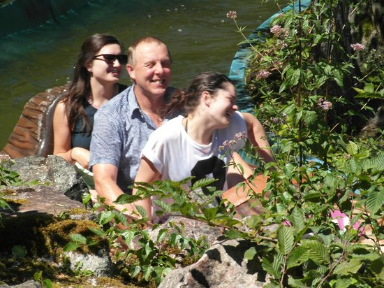 Le PAL : Log Flume - and happy customers!