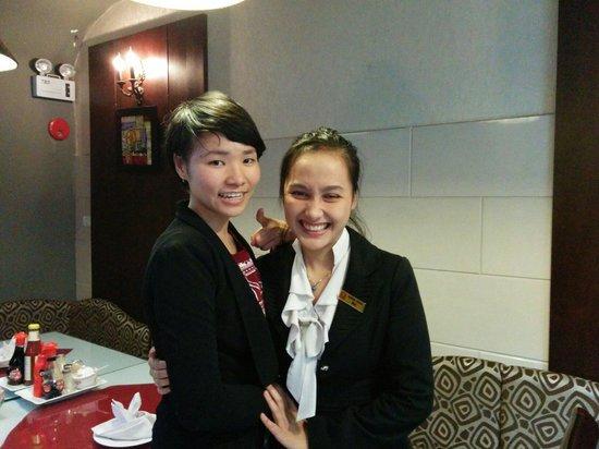 Hanoi Serene Hotel: The lovely breakfast staff!