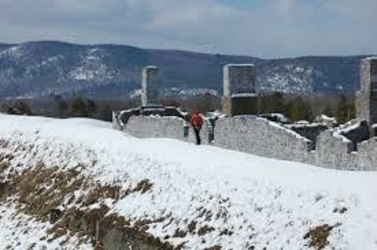 Lake George : Fort ruins in winter