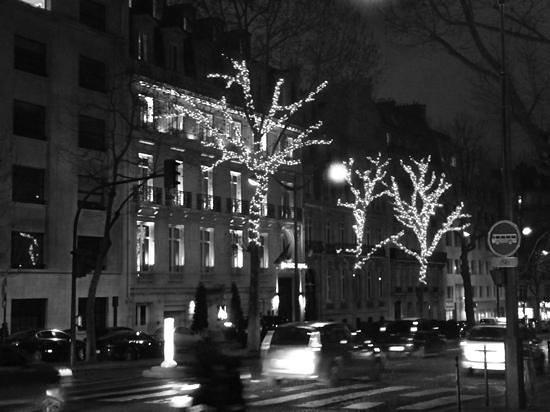 InterContinental Paris-Avenue Marceau: hotel at night