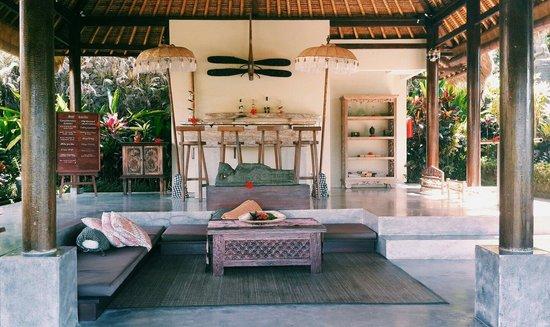Surya Shanti Villa: Lobby