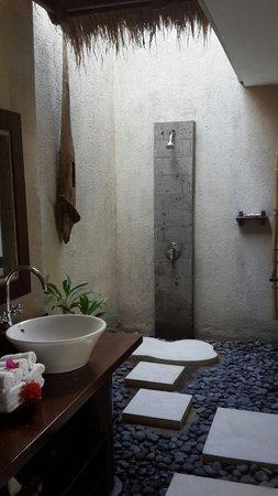 Surya Shanti Villa: Bima's bathroom