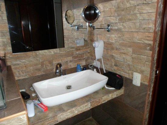 San Francisco Plaza Hotel: Banheiro