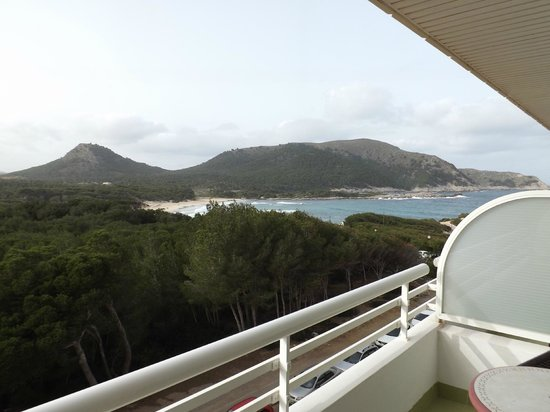 Hotel & Spa S'Entrador Playa: Blick von der Westseite auf die Cala Aguila
