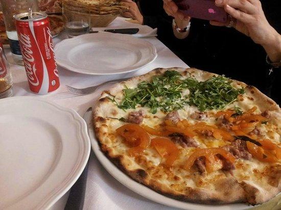 Il Chiostro dell'Avis: l'antipasto misto della casa, con salumi , pizze di vari gusti, erbe di campo, piadina, buonissi