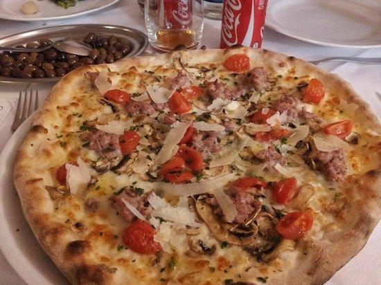 Il Chiostro dell'Avis: Marco il pizzaiolo si è superato con queste pizze!!!!