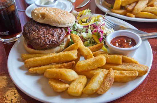 Alexandra Hotel: Haggis & Lamb Burger, Chips & Salad