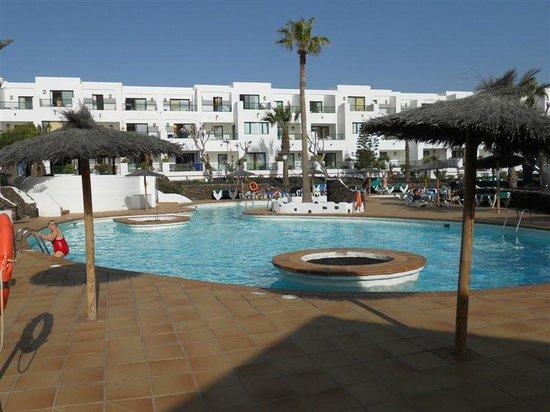 Apartamentos Galeon Playa : Cœur de la résidence avec piscine chauffée