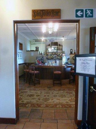The Estuary Hotel & Spa: Seperate bar area