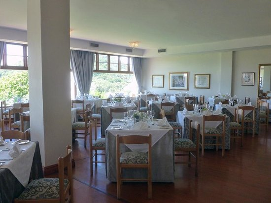 The Estuary Hotel & Spa: View into the diningroom (daytime)