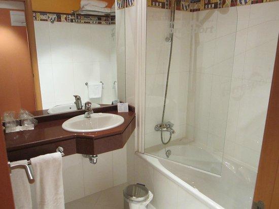 Hotel Torresport: baño