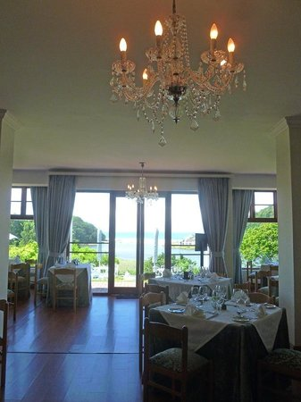 The Estuary Hotel & Spa: Lovely chandeliers