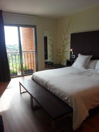 Hotel Eguren Ugarte: Huge bedrooms and 6' beds