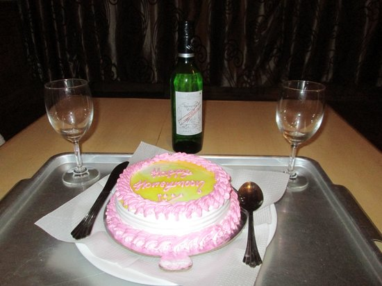 Hotel Vyas Vatika Manali Surprise Cake Wine