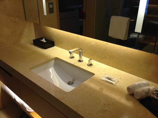 Crowne Plaza Hotel Hong Kong Causeway Bay : 洗面台が広くて(・∀・)イイ!