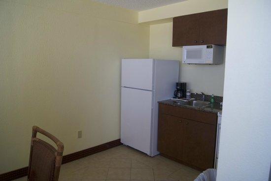 Best Western Aku Tiki Inn: Room 302 Kitchen area