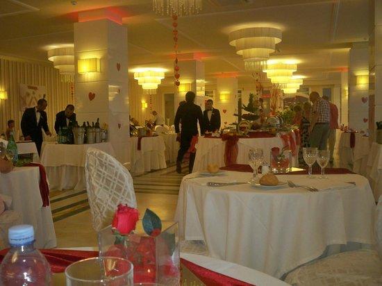 Tui Sensimar Grand Hotel Nastro Azzurro: Dining room