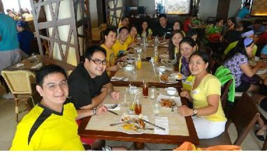Henann Garden Resort: Breakfast Buffet with friends
